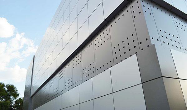 ساختمان با نمای آلومینیوم